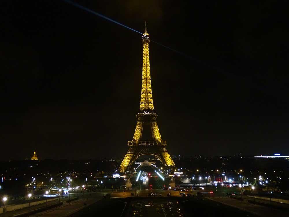 Foto maken van de verlichte Eiffeltoren