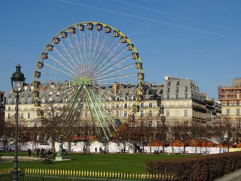 Reuzenrad bij de Kerstmarkt Jardin des Tuileries