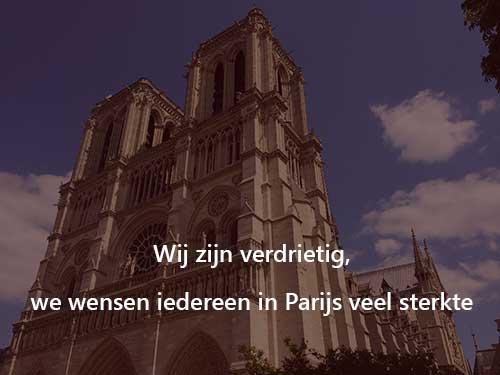 Parijs Notre Dame, we zijn verdrietig en wensen Parijs sterkte