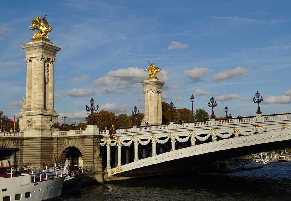 Fotograferen vanaf een rondvaartboot op de Seine in Parijs